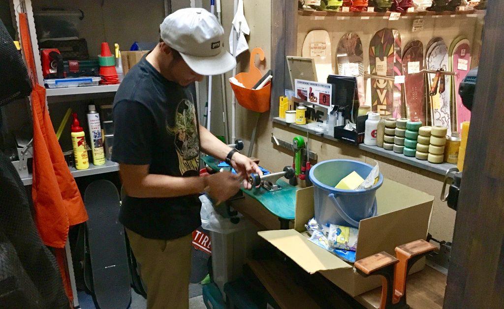 八王子のスケボーパーク付きボード専門店PASTIME(パスタイム)