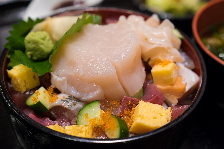 山田×山田!!龍神丸市場で食す岩手の海鮮と八王子野菜のランチ