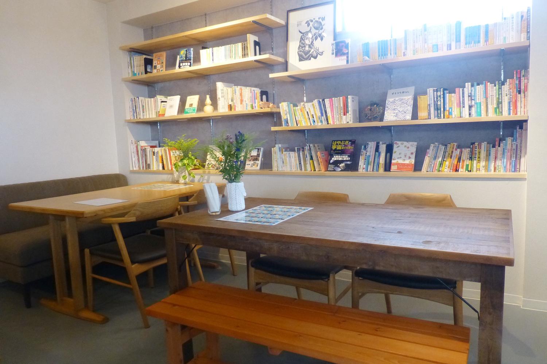 読書の秋!!ミハラキッチン高尾は本を楽しみながらお食事できる店