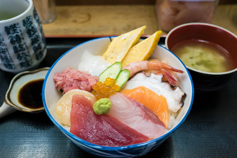 超新鮮!!市場寿司たかで豪快な豪海丼を激安で食す!!