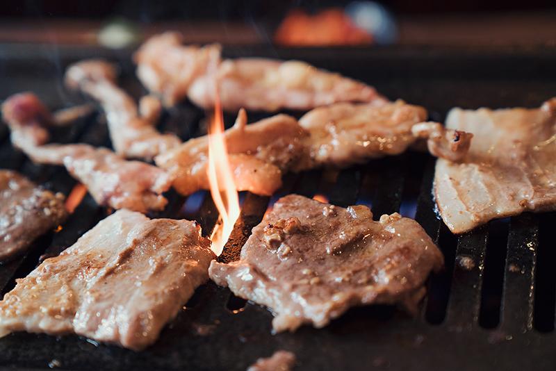 昼焼肉は黒テツ八王子が激安!!ワンコイン特大肉カレーも最高