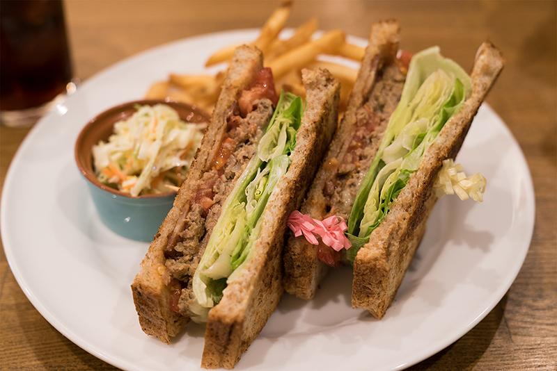 八王子ソウルグリルのインスタ映えなチキンとサンドイッチ