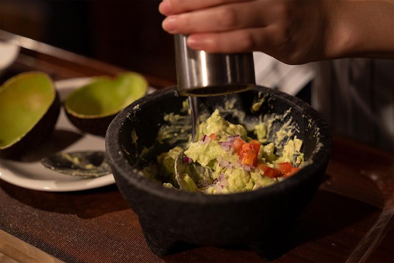 PENTHOUSE Gastro Dining(ペントハウス ガストロダイニング) ワカモレの自家製チップス添え