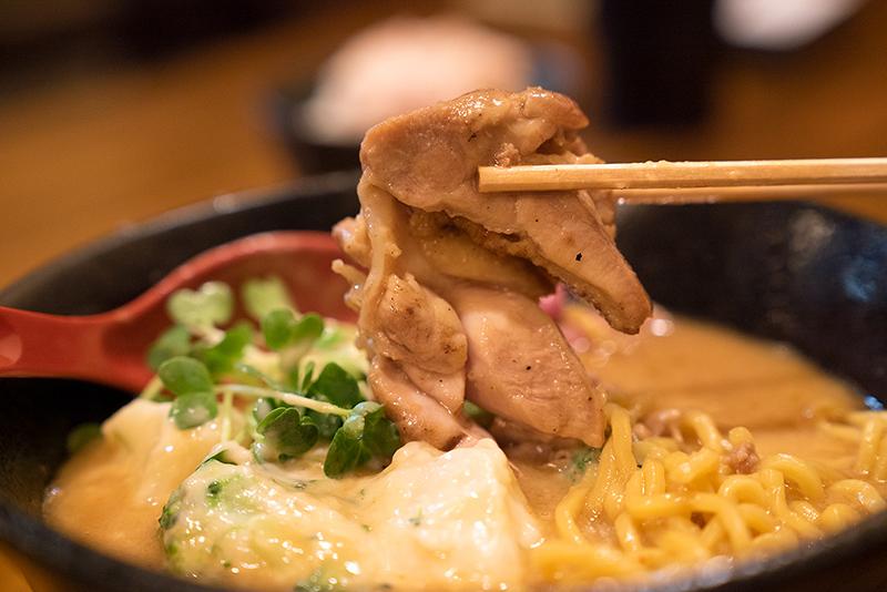 麺屋 神風 八王子 味噌シチューラーメン チキン