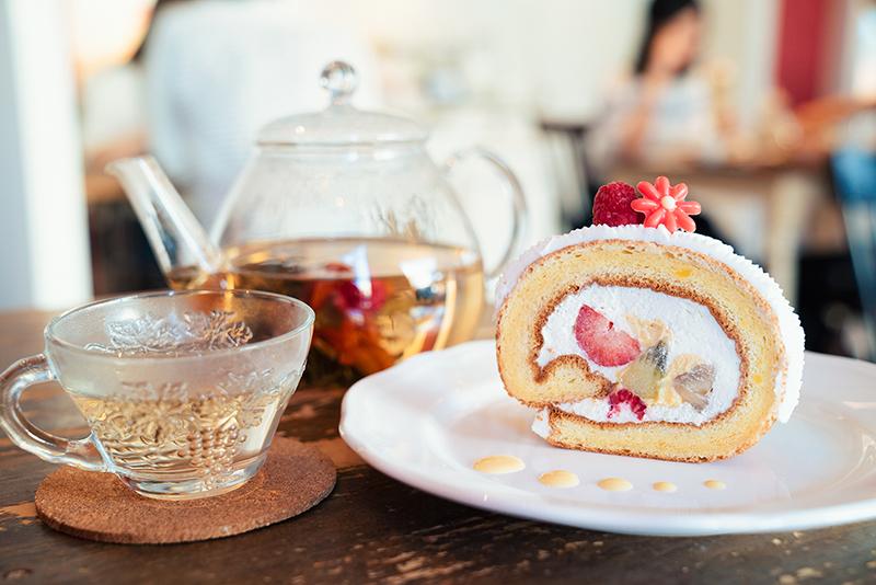 Akameru(アカメル)のフルーツロールケーキ