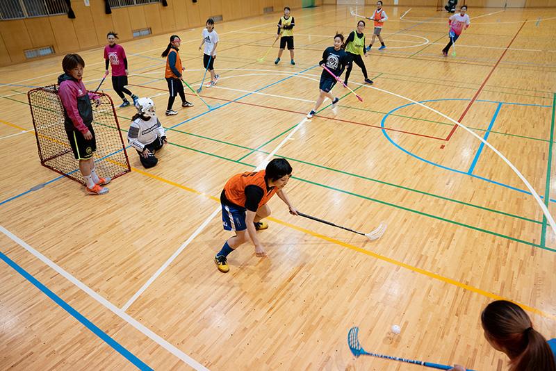 八王子フロアボールクラブ 練習 女性