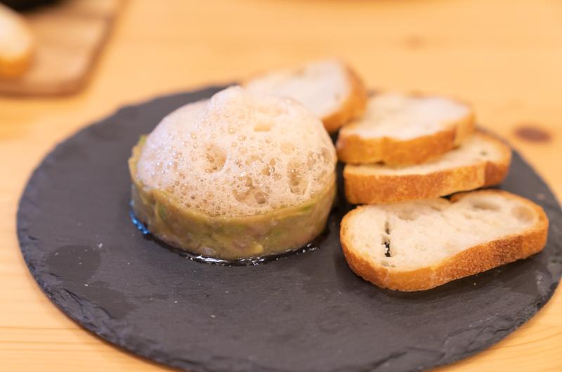 Cafe ENLARGE カフェ エンラージ ポン酢の泡をのせたマグロとアボカドのタルタル800円