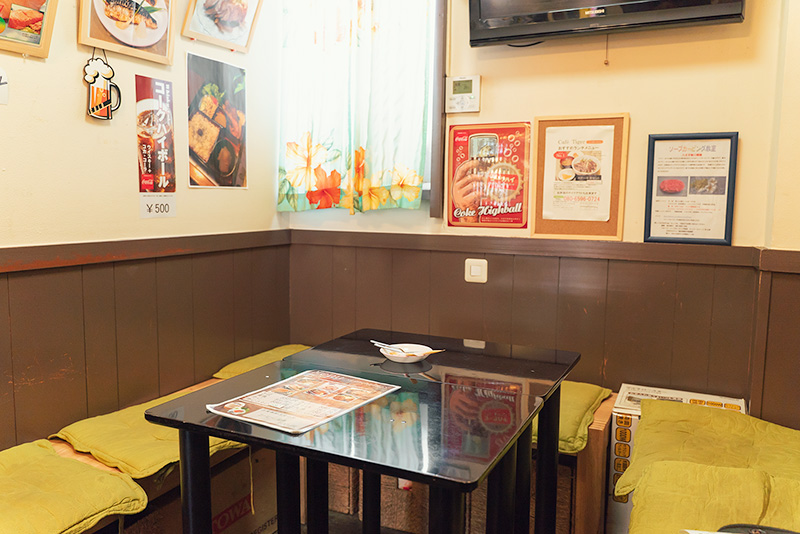 Cafe Tiger1 カフェ タイガーワン 内観 テーブル席
