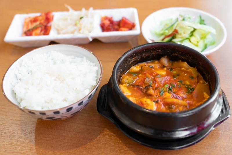 韓国家庭料理 我家 ウリチベ スンドゥブチゲ定食