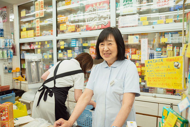 ワールドドラッグTAKIZAWA 内観 薬剤師