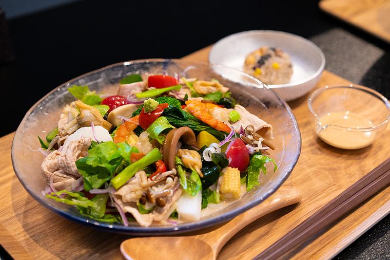 米粉麺嚼夢果 かむか 白胡麻サラダ仕立て冷し米粉麺
