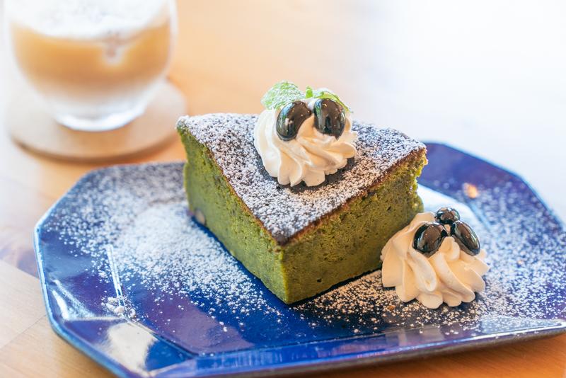東山カレー 高尾山 黒豆抹茶ガトーショコラ