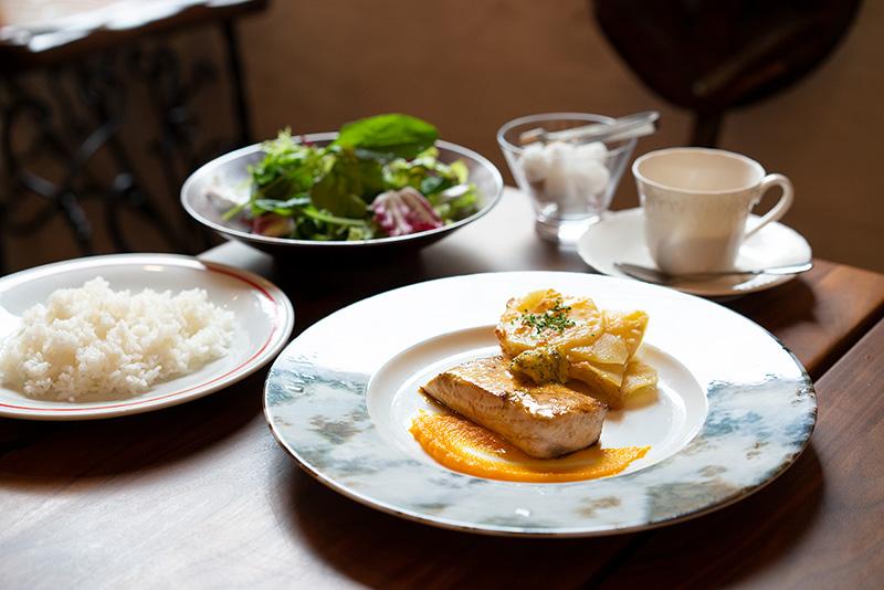 ハナヅカ深夜食堂の神ランチ カジキマグロのポアレハーブバターソース
