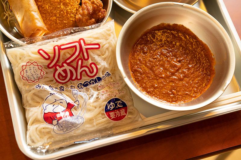 小学校みたいな店内『駄菓子バー』で給食セットを頂く!!