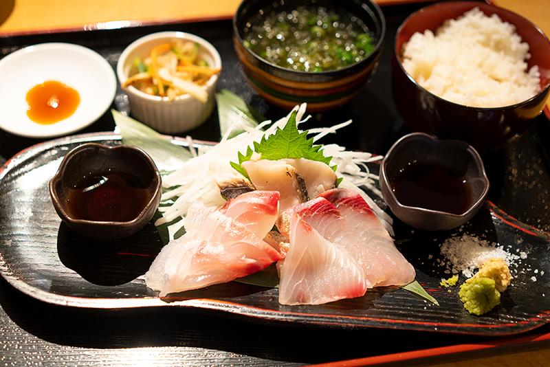 海鮮しみずの獲れたて鮮魚を日替わりランチでいただきます