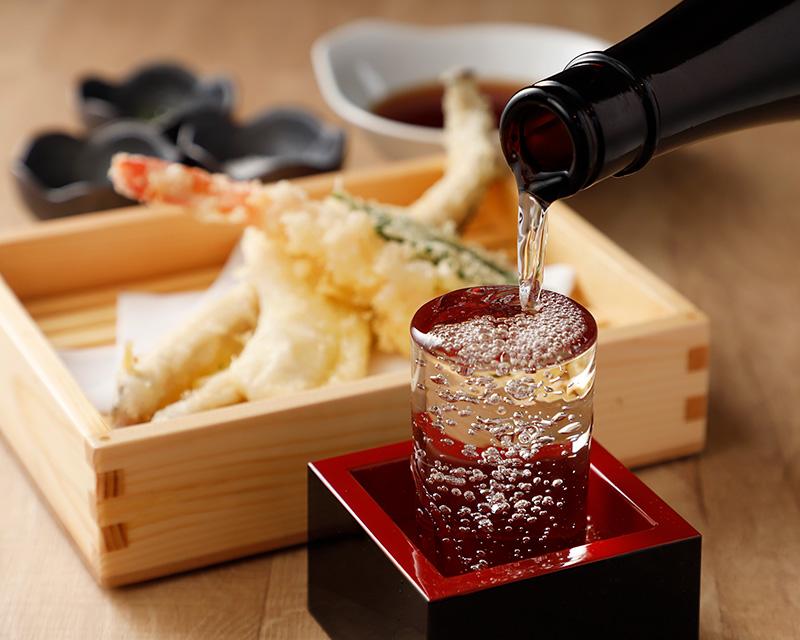 天丼ランチと天ぷら呑みができる『天ぷらバル慶』が駅近オープン
