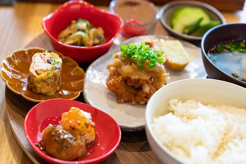 割烹とオリーブ専門店のコラボ【親子丼ナカムラ】がオープン